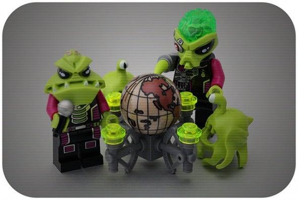 aliens globe