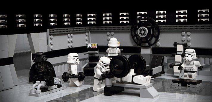 Un gimnasio como este es una excelente manera de entrenar con fuerza, como lo sabe Darth Vader.