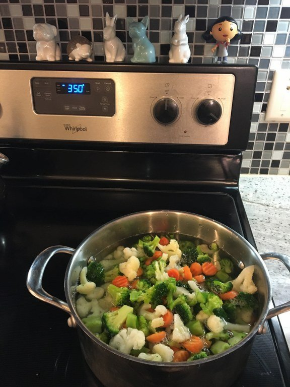 veggies in pot_576x768