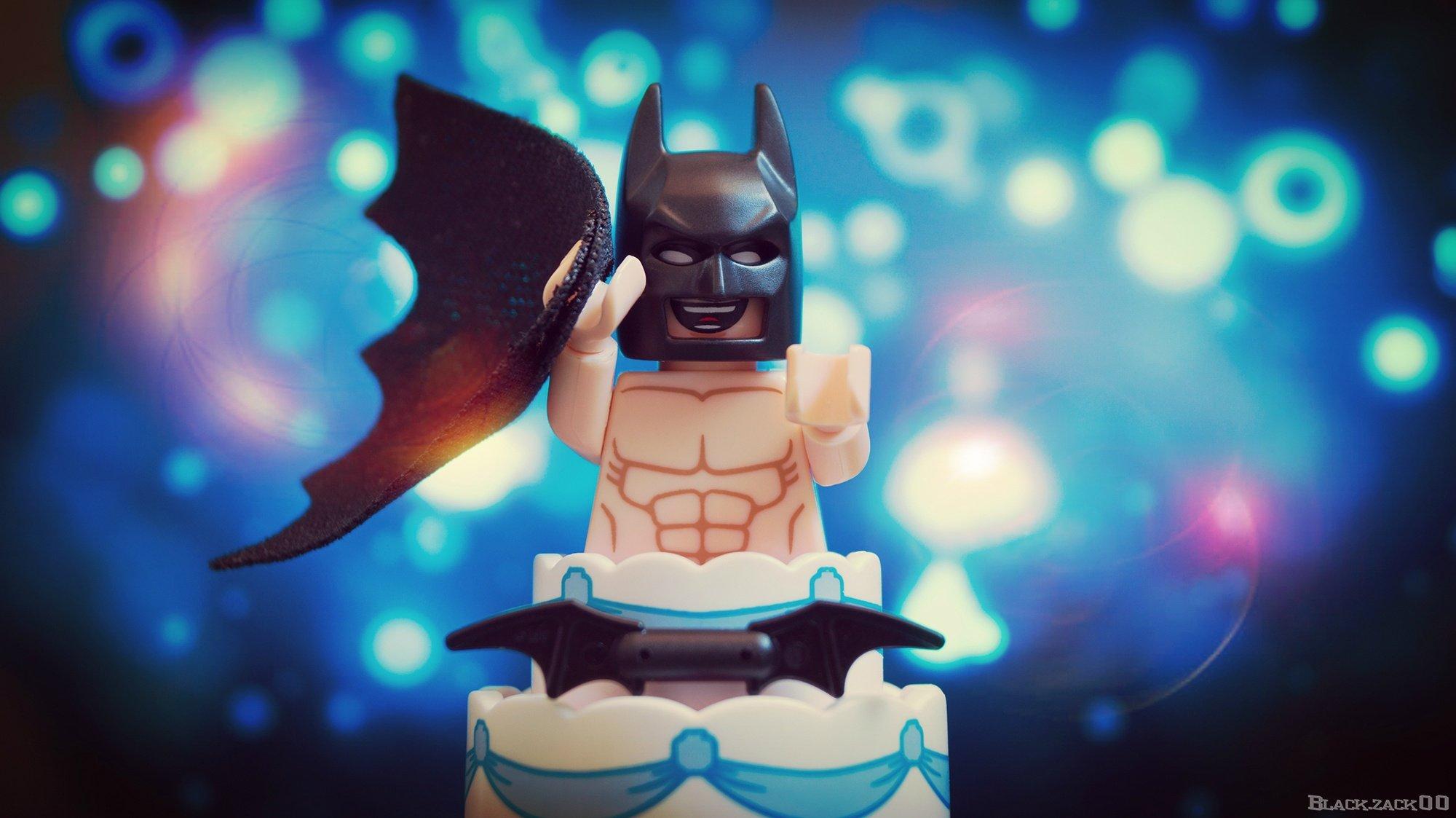Batman trainiert tagsüber im Körpergewicht. Nachts bekämpft er Verbrechen oder springt aus Kuchen.