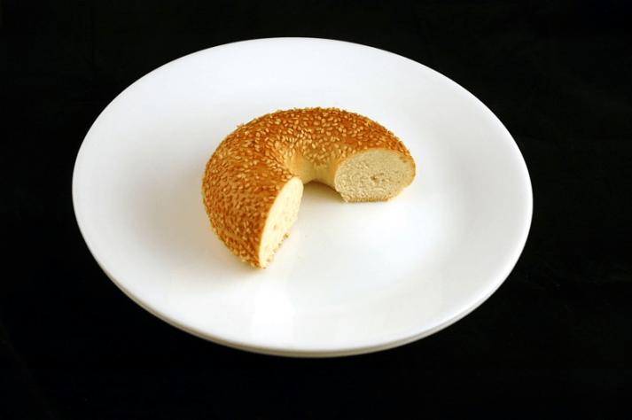 Esta imagen muestra 200 calorías para un panecillo, que es aproximadamente 2/3 de uno.