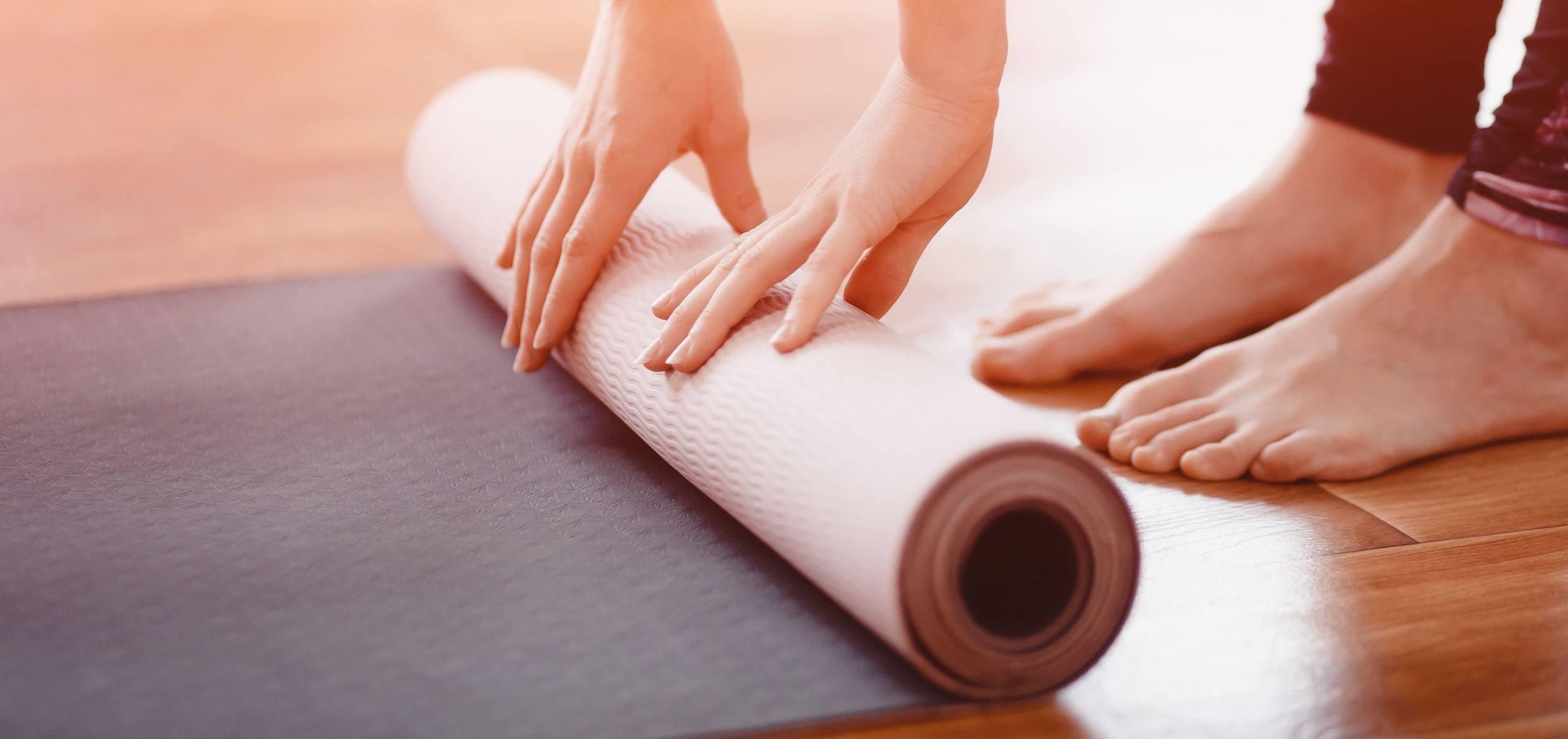 A yoga mat for beginner bodyweight training