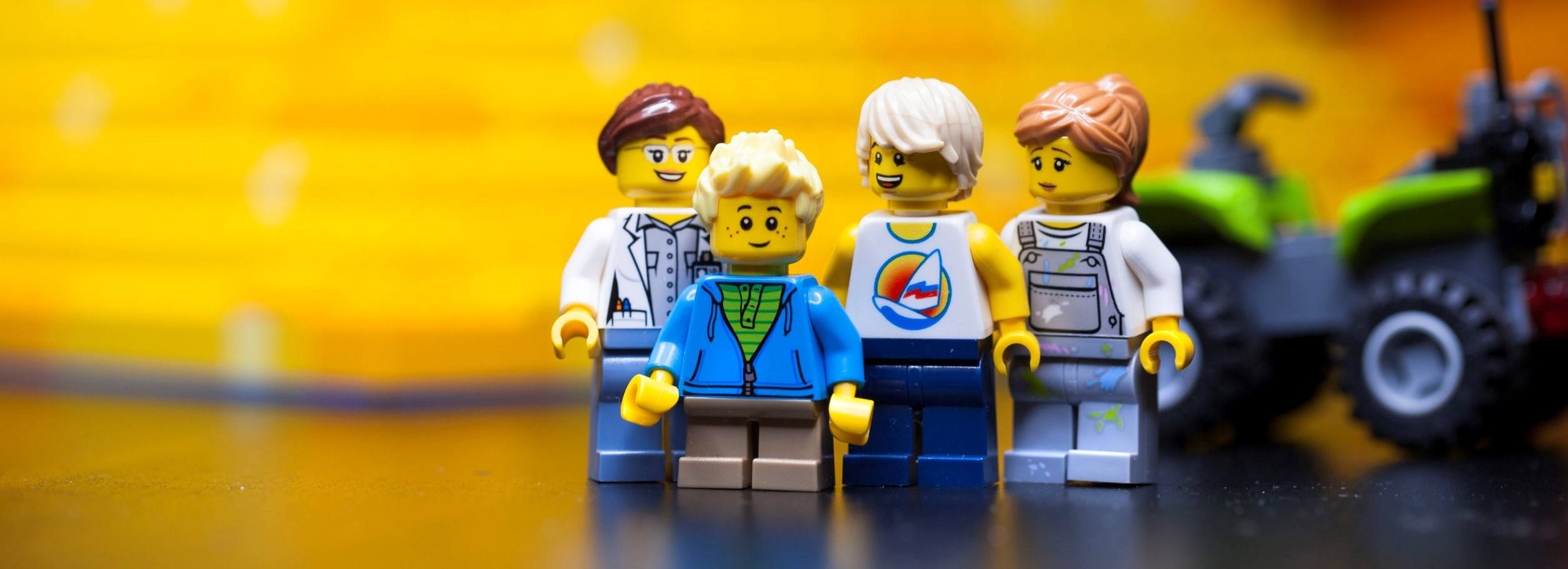 This picture shows a LEGO family, who are looking for the best diet.