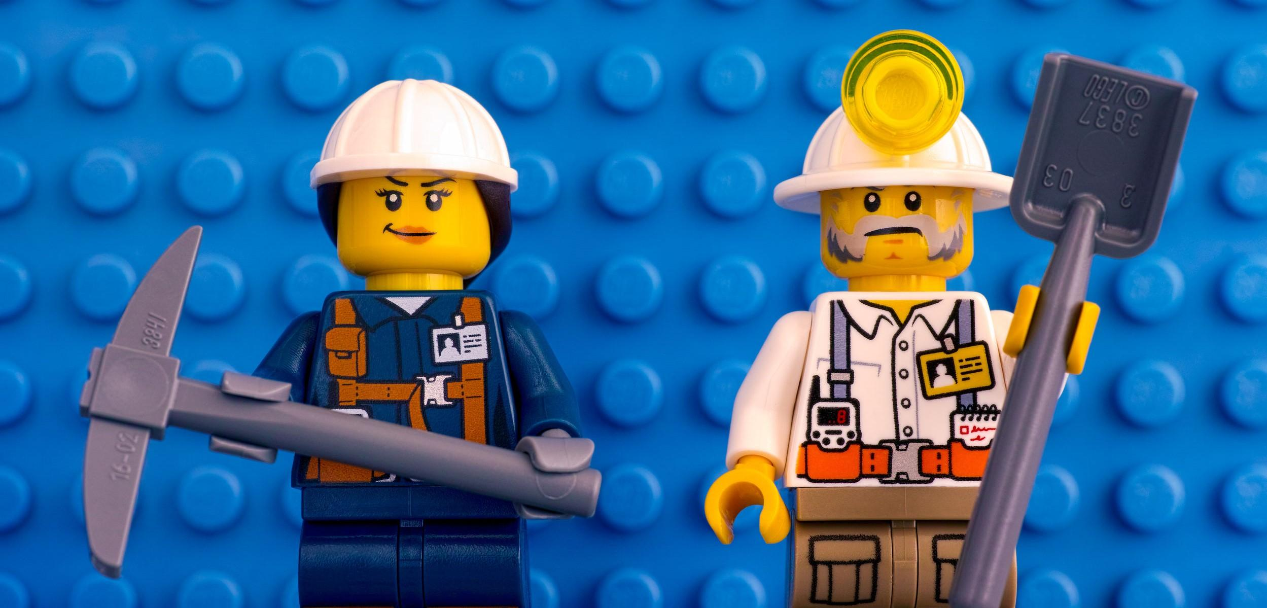 This picture shows two LEGO miners, who don't have much to do with fast weight loss, but look cool.